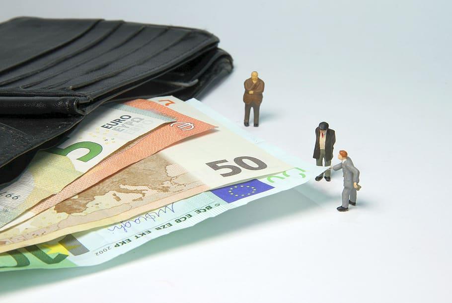 مجازات تخلف مأموران مالیاتی